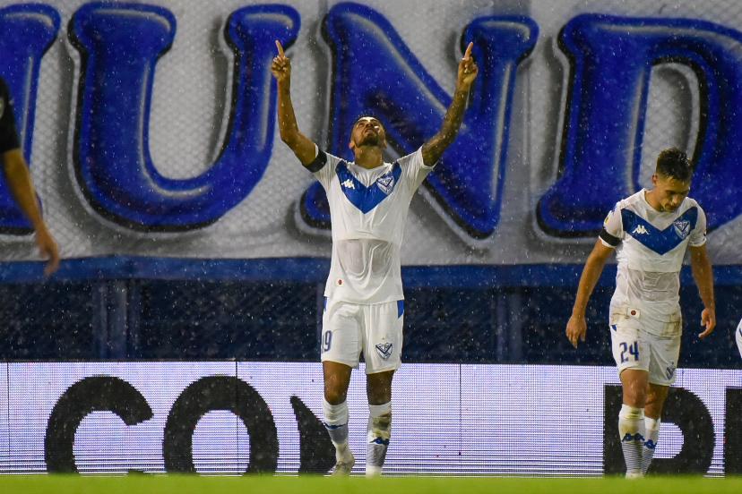 Velez-Newells-Lucero-gol-Naty