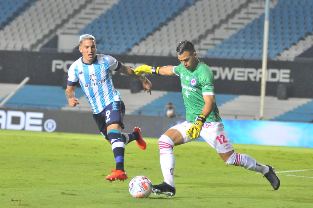 Racing-Argentinos Lucas Chaves y Enzo Copetti
