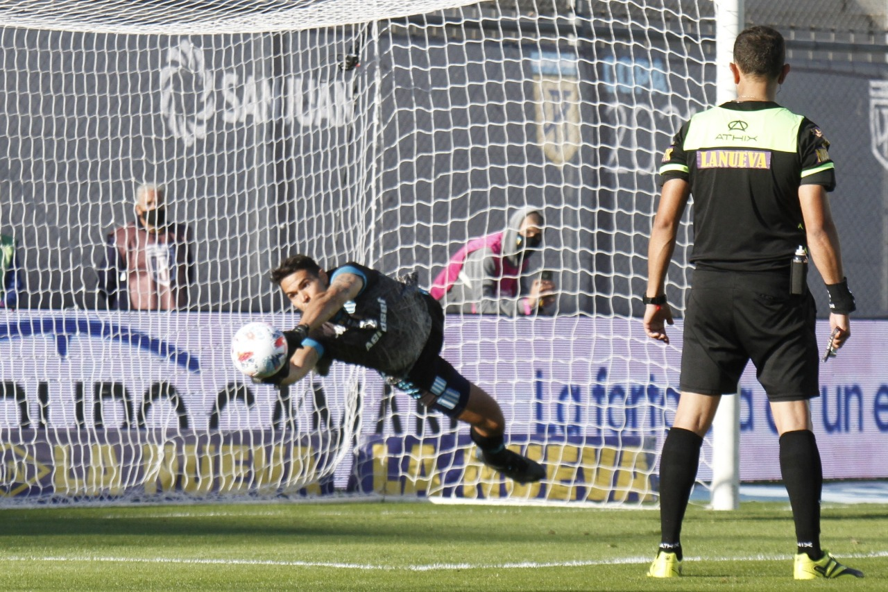 Racing-Boca-Penales-Chila-Gomez